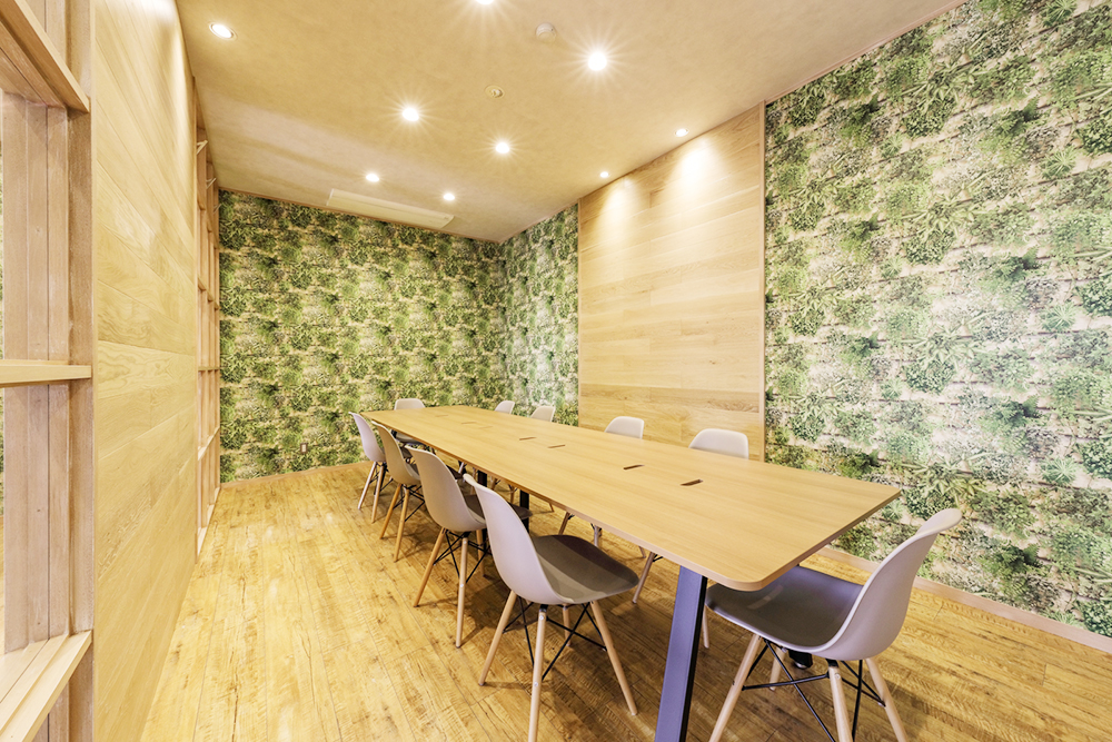 森をイメージしたデザイン空間でリラックスして打合せを行います。