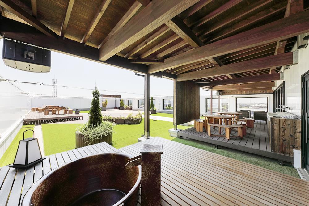 屋上庭園:社員が仕事でもプライベートでも自由に使用できるように設置しています。