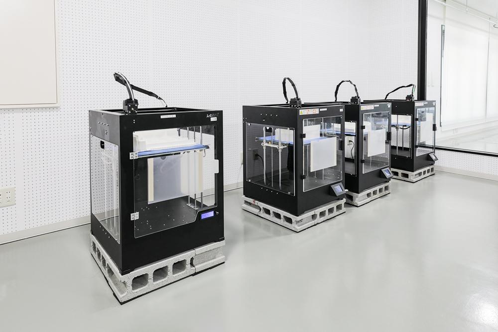 3Dプリンター:最終成果品のモックアップも手軽に行えるのでコスト削減が可能となり、課題や修正点の早期発見に期待できます。